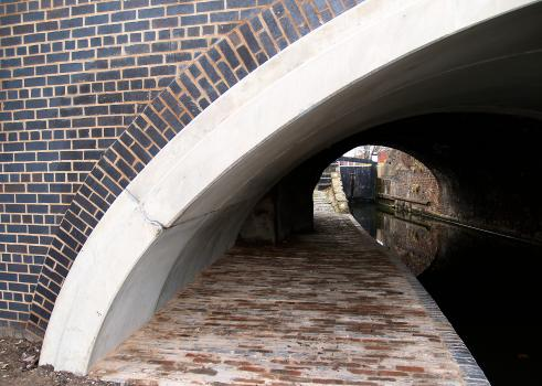 5) Detailing in the brickwork has been used to emphasise the curvature of the arch
