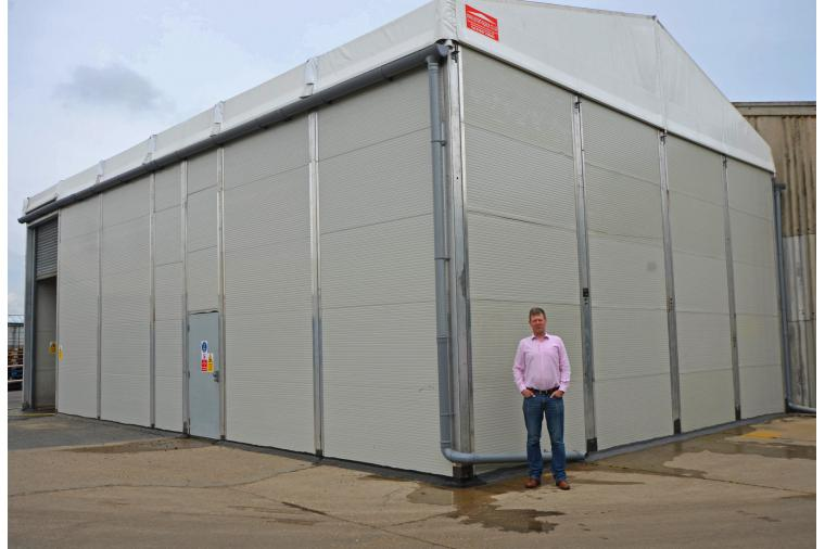 1) The Smart Space temporary building is modular with an aluminium frame and solid insulated wall panels together with double skin air-insulated PVC roof
